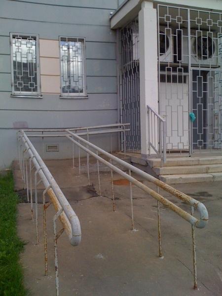 Escaleras y rampas para discapacitados un tanto for Rampa de discapacitados